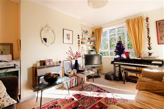 Property in Weir Road SW12