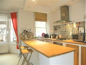 Property in Heyford Avenue, London SW8