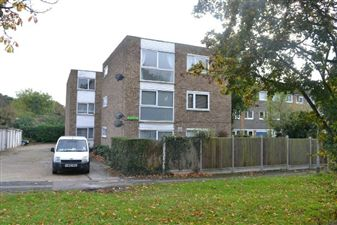 Property in Newgate Street, Chingford
