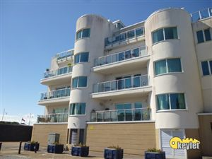 Property in Harbour Point, Cardiff Bay (2 beds)