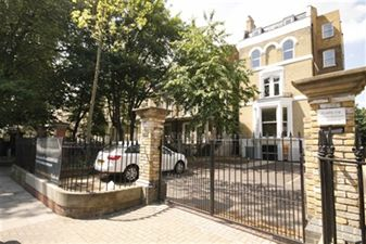 Property in Stamford Hill, Stoke Newington
