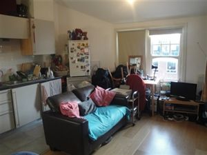 Property in North End Road, Golders Green