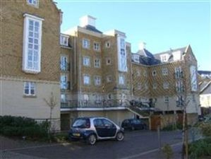 Property image of home to let in Sandpiper Close, Greenhithe