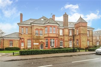 Property in Pennington Drive, Winchmore Hill