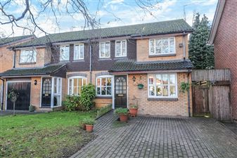 Property in Bishops Avenue, Bromley