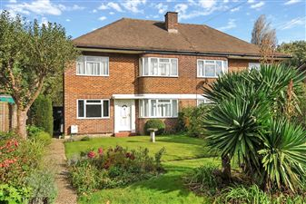 Property in Cheston Avenue, Shirley