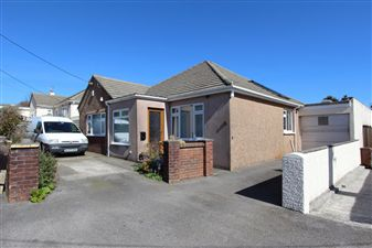 Property in Colliers Close, Wembury.
